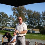 Styreleder Jon Sverre gratulerer.